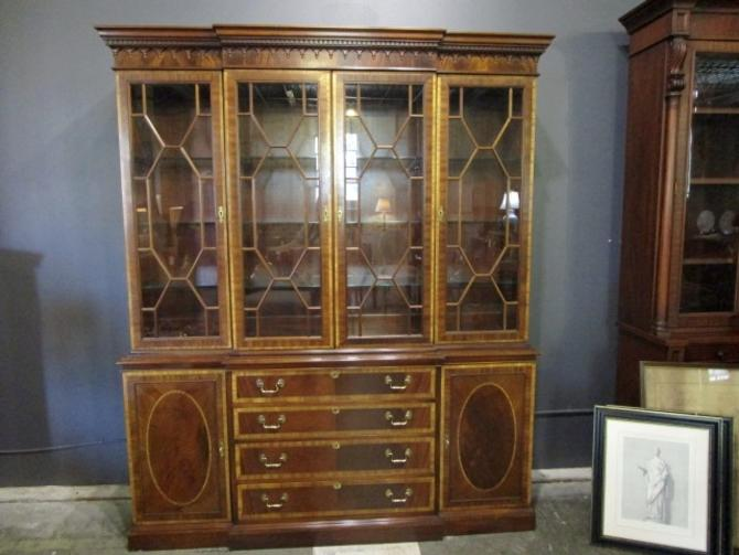 HICKORY CHAIR BREAKFRONT BOOKCASE IN MAHOGANY