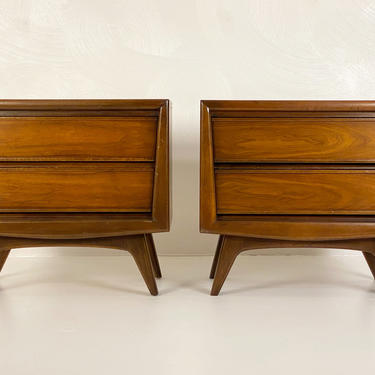 Pair of Walnut Nightstands by United Furniture Company, Circa 1960s - *Please see notes on shipping before you purchase. by CoolCatVintagePA