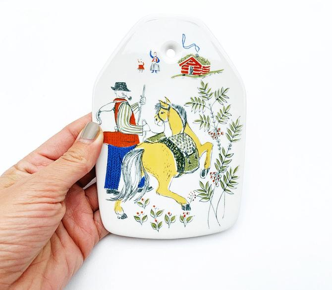 Vintage Figgjo Flint Norway Wall Plaque in the Norge Pattern by SabineVintageHome