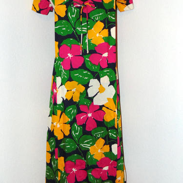 Vintage 1970s Colorful long Floral Patterned Dress by AllMyItems