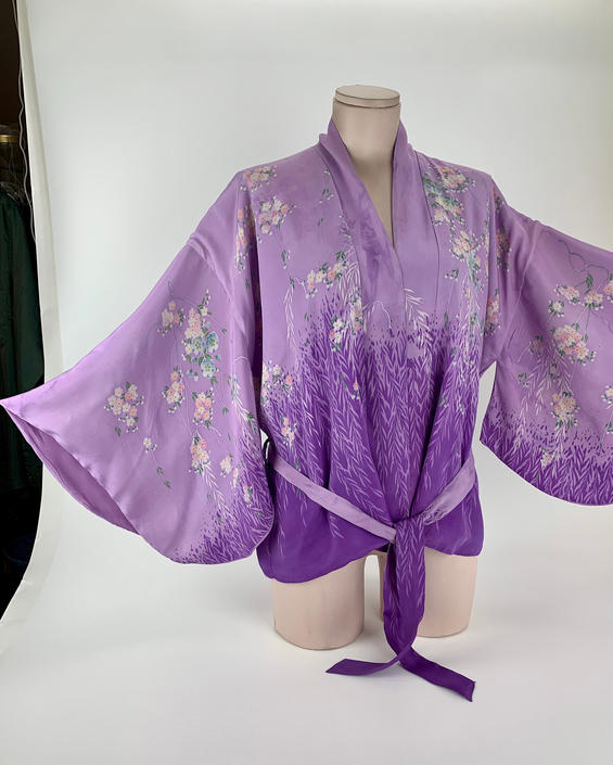 1930's-40's Japanese Silk Kimono - Short Jacket Length with Sash - Completely Lined - Size Medium by GabrielasVintage