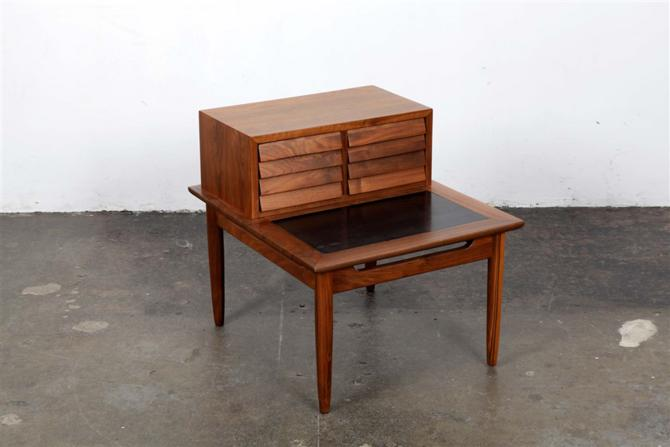 end table 1111