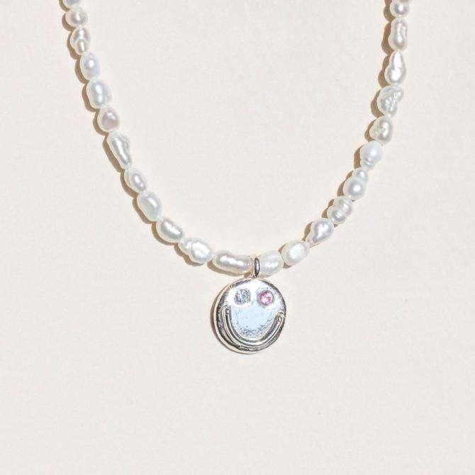 PEARLY FRIEND SMILE NECKLACE