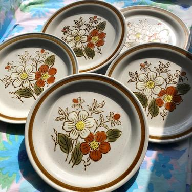 Vintage 70s Boho Floral Salad Plates Set of 5 by Old Brook Collection Stoneware Stonecreek, Otagiri Style Daisy Pattern, 7.5 inch by AMORVINTAGESHOP