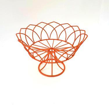 Wire Pedestal Bowl Orange Fruit Basket Vintage Kitchen Wire Veggie Bowl Bathroom Towel Storage Bathroom Decor Holder Vegetable Chicken Wire by MakingMidCenturyMod