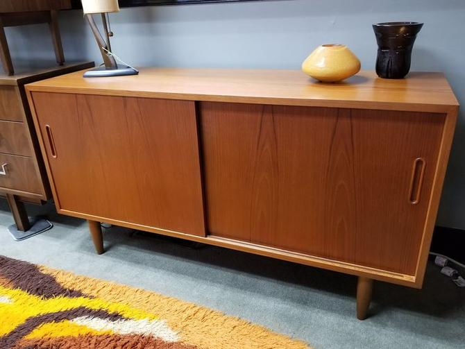 Danish Credenza Los Angeles : Danish modern teak sliding door credenza by hundevad from peg leg